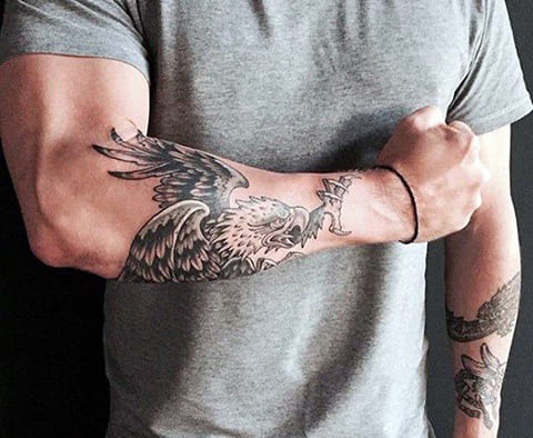 Татуировка орел на руке