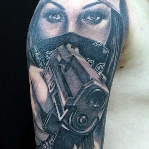 Тату девушка с пистолетом