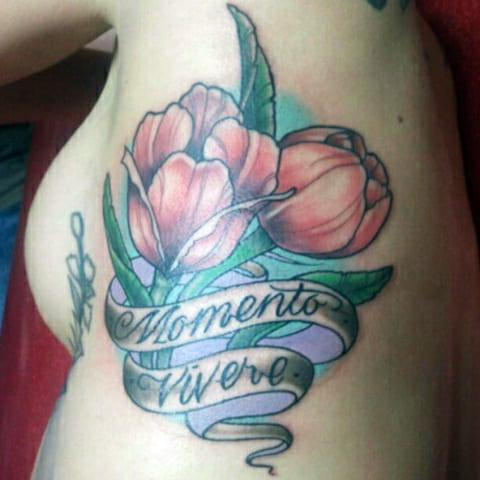 Татуировка тюльпаны на боку фото