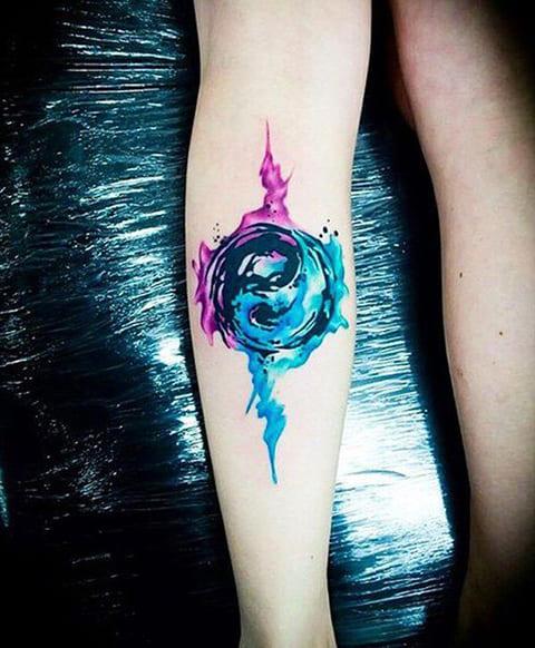 Акварельная татуировка инь-янь