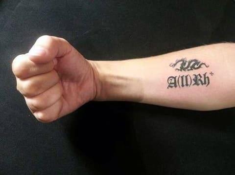 Татуировка группа крови - фото на мужской руке
