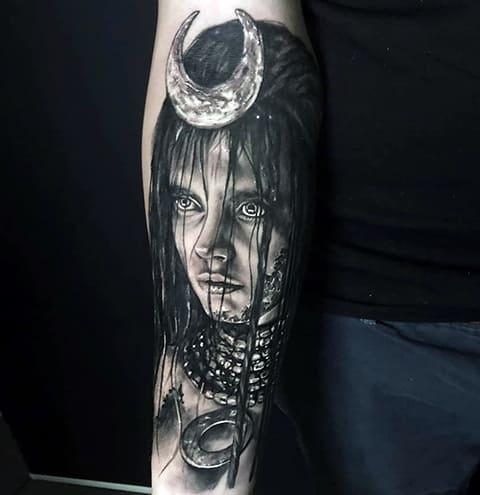 Татуировка с ведьмой на предплечье