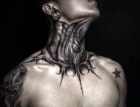 Татуировка в стиле блэкворк на шее