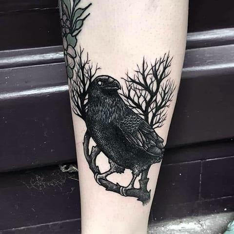 Татуировка блэкворк на икре