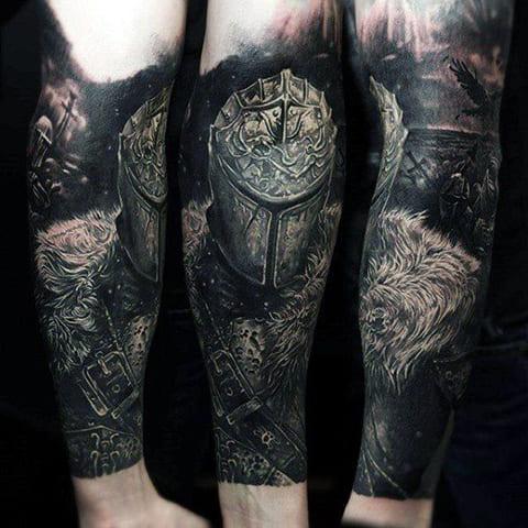 Татуировка в стиле блэкворк - фото на руке
