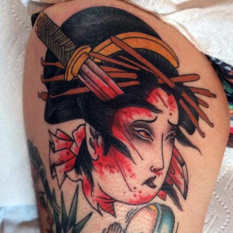 Татуировка гейши раненной катаной