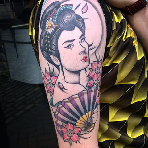 Татуировка гейша с веером