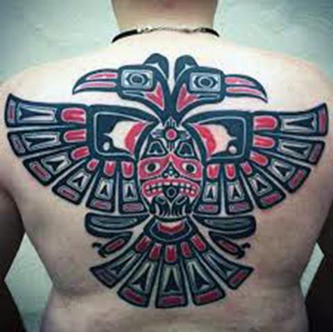Татуировка в стиле хайда на спине
