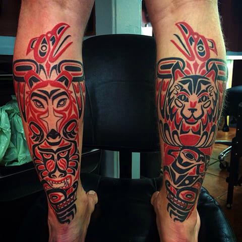 Татуировка в стиле хайда на ногах