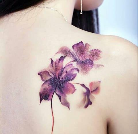 Татуировка с лилиями - фото