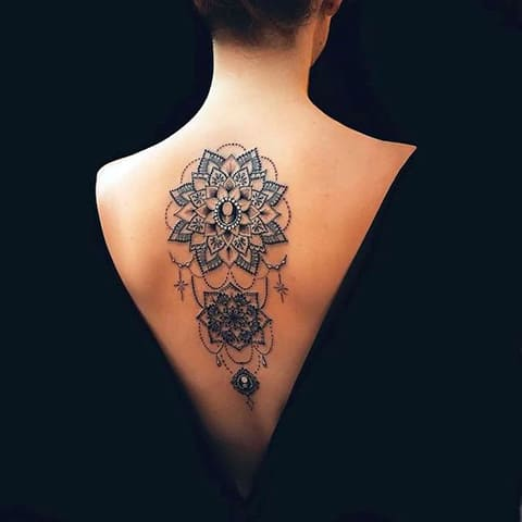 Татуировка мандала на спине - фото