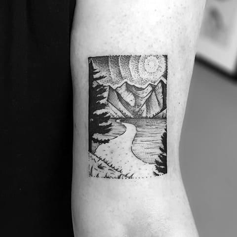 Прямоугольная тату горы