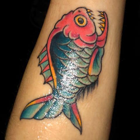 Татуировка с пираньей