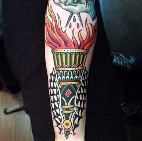 Татуировка в стиле олд скул