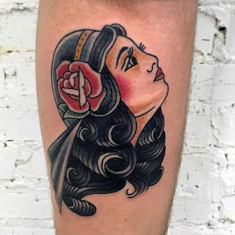 Татуировка в стиле олд скул - фото