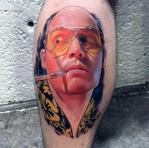 Татуировка в стиле реализм на ноге - фото