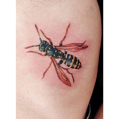 Татуировка осы