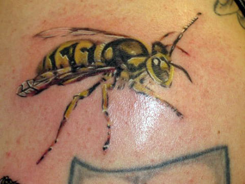 Татуировка с осой