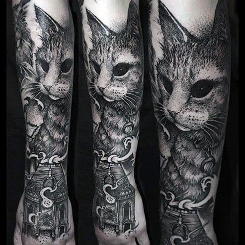 Готическая татуировка на предплечье
