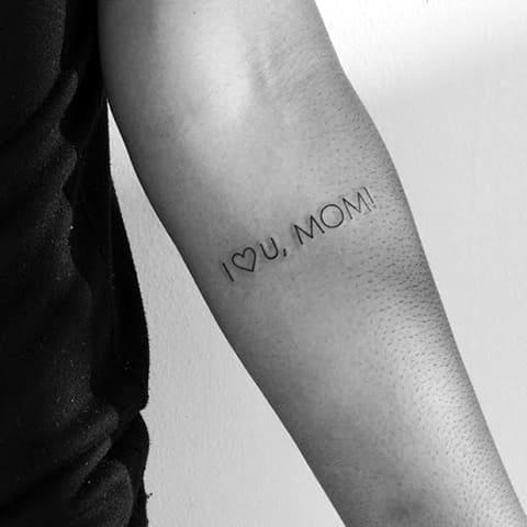Тату минимализм надпись на руке для мужчин