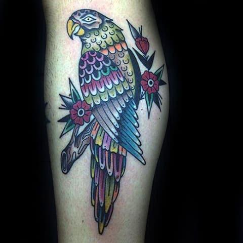 Татуировка с попугаем