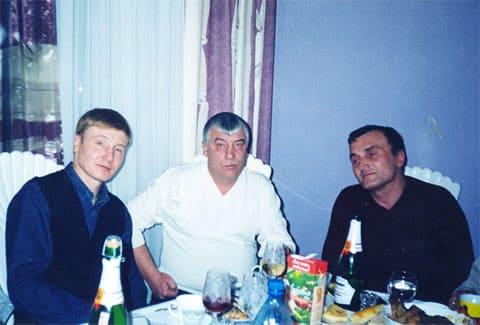 Слева: Игорь Мельничук из группировки «Осиновских» и положенец от Углавы Федор Титов (Тит)