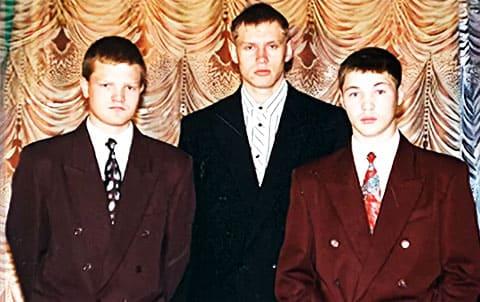 Депутат Читинской областной думы Дмитрий Непомнящих (в центре), киллеры ключевской ОПГ Александр Сергеев (слева) и Владислав Телкин