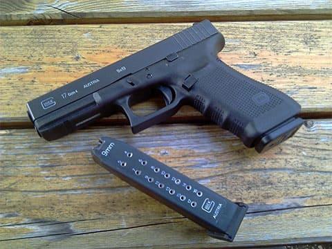 Пистолет Глок 17 с обоймой