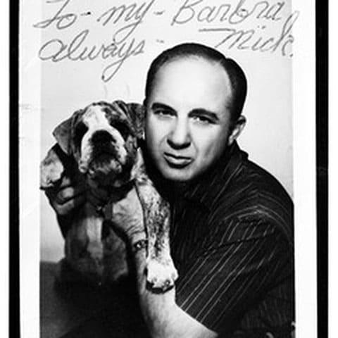 Микки Коэн с собакой