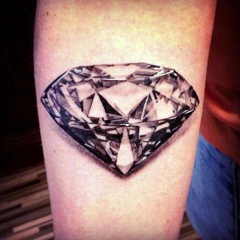 Тату бриллиант на руке