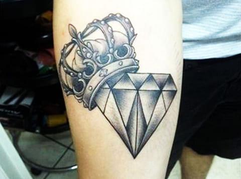 Тату алмаз и корона