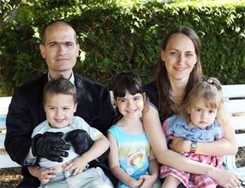 Фредерик Бурден с женой и детьми