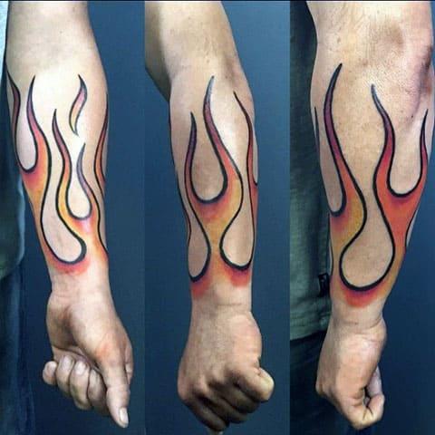 Тату пламя огня на руке