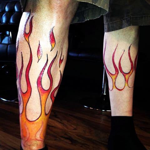 Тату пламя огня на ноге