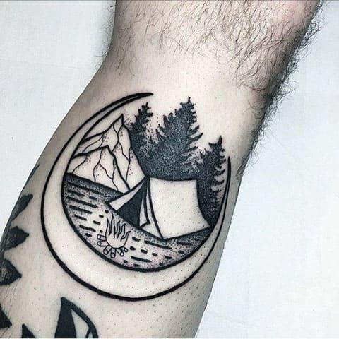 Татуировка костер в лесу