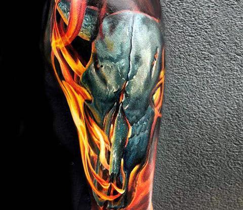 Татуировка череп в огне