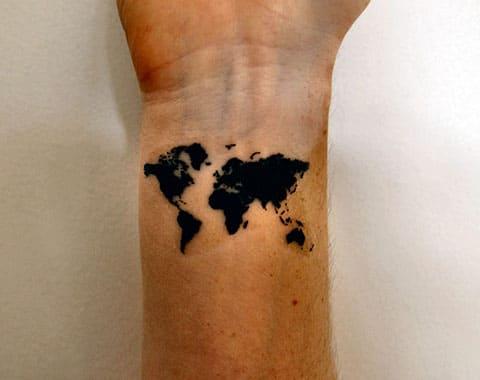 Тату карта мира на запястье