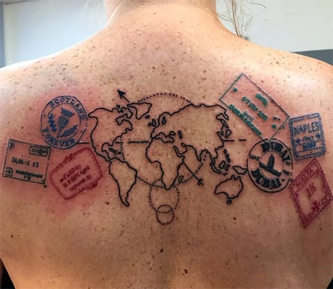 Тату карта мира у мужчины на спине