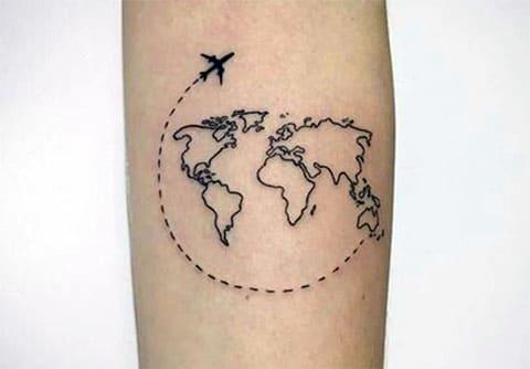 Татуировка с картой мира