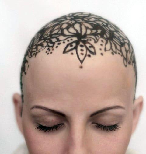 Женская тату на голове