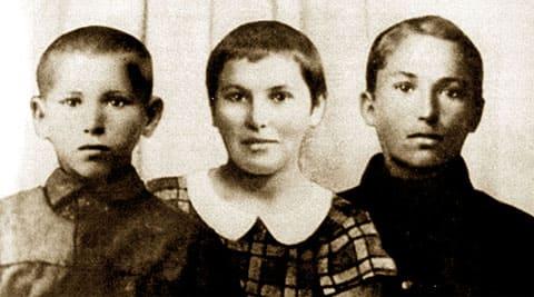 Дети Василия Чапаева - Аркадий, Клавдия, Александр. Фото 1922 года