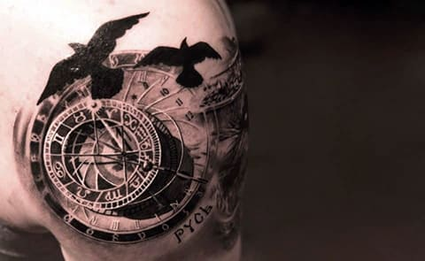 3Д татуировка на плече