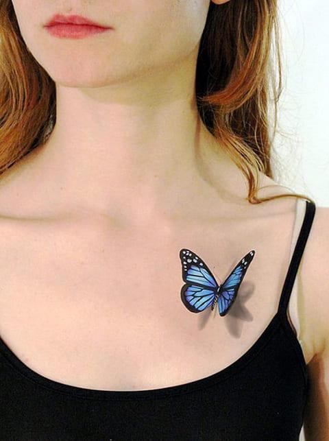 3Д татуировка с бабочкой у девушки на ключице