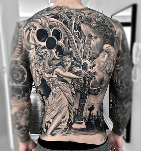3Д татуировка на спине у мужчины