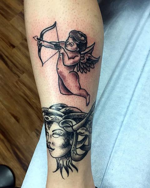 Татуировка Купидон на ноге