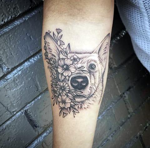 Тату собака на руке