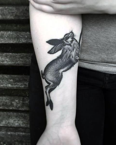 Тату заяц на руке