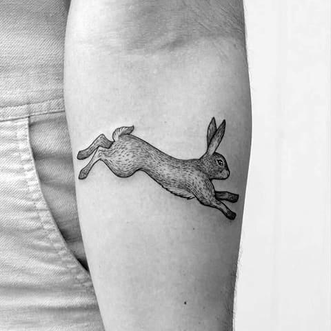 Тату заяц на руке - фото