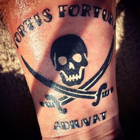 Татуировка Веселый Роджер - фото