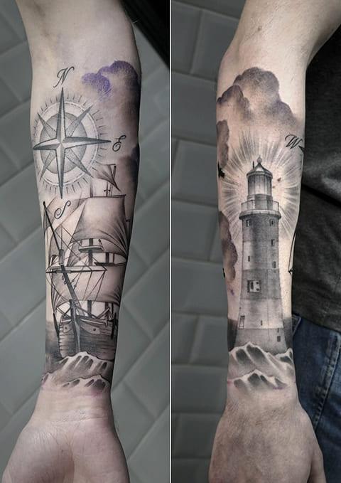 Тату маяк, корабль и компас